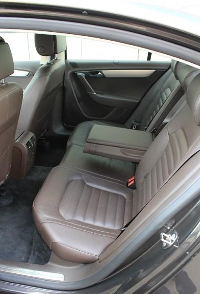 VW Passat В7 заднее сиденье