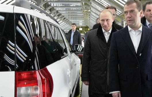 Премьер и президент рассматривают кроссовер Skoda Yeti