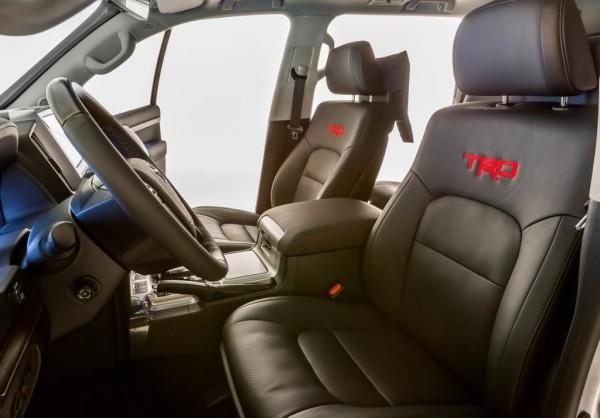 фото салона Toyota Land Cruiser 200 от TRD