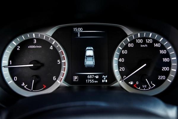 Nissan Navara Панель приборов