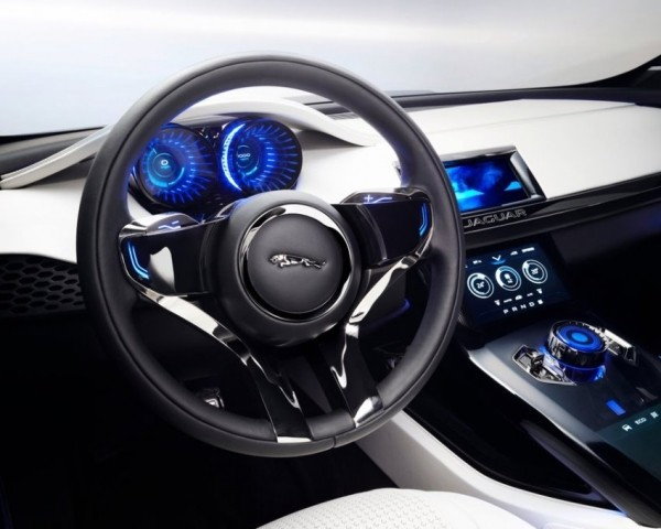 салон Jaguar C-X17