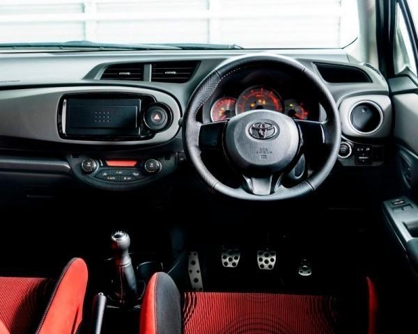 Toyota Yaris (Vitz) GRMN Turbo фото салона