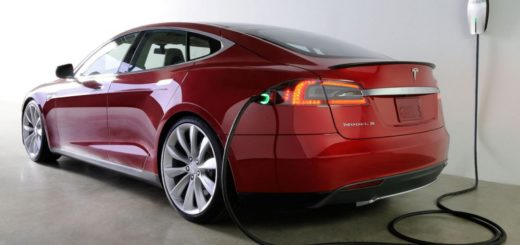 Батареи Tesla сохраняют заряд